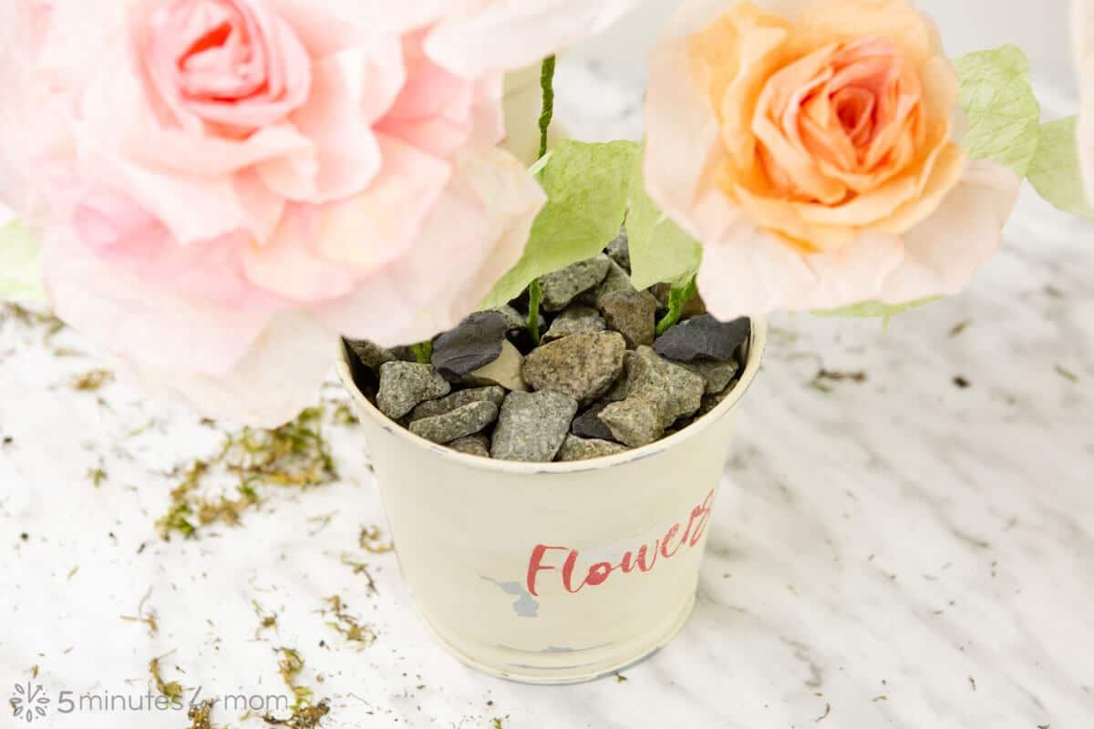 how to arrange paper flowers in flower pots